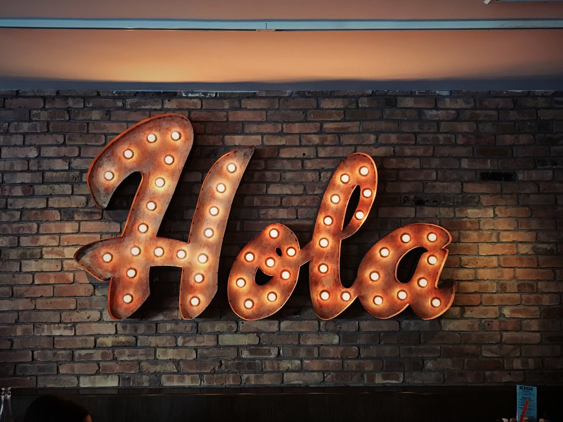 "Light-up sign that says ""Hola"""
